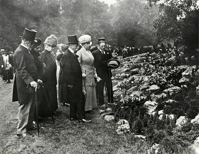Queen Mary with group at Chelsea Flower Show. Date: 1913